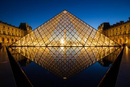 louvre_pyramid_after_sunset_by_digitalbrain-d5jqsqo