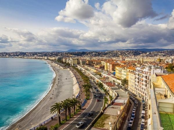 admire-the-sea-views-in-nice-from-the-promenade-des-anglais-1024x768