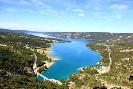 普罗旺斯圣十字湖