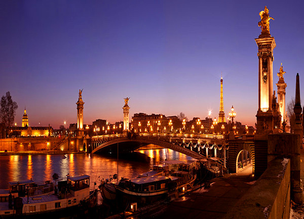 法国巴黎夜游